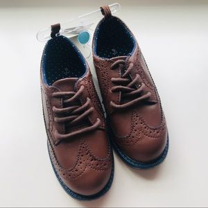 Carters Oxford shoes size 9 brown